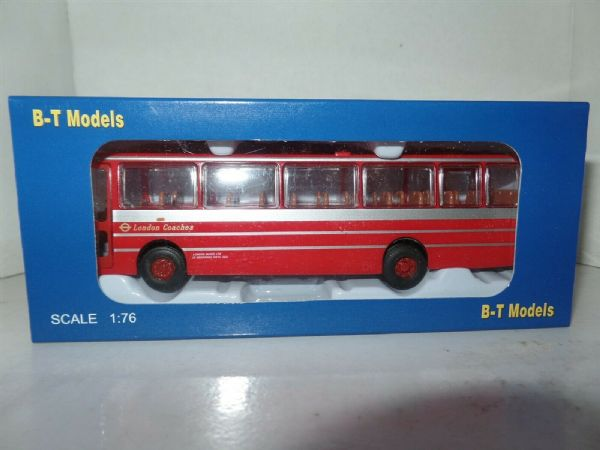 B T Models B010 1/76 OO Duple Dominant Leyland Leopard Coach London Transport